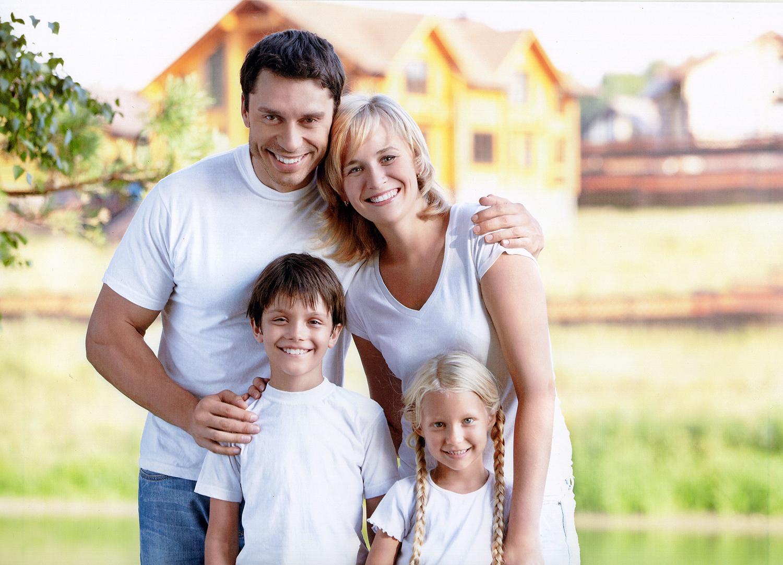 картинки счастливой семьи с двумя детьми на фоне дома всей души присоединяемся